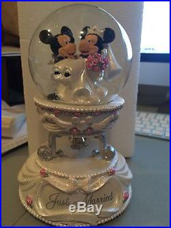 Nwt Disney Mickey Minnie Wedding Musical Snowglobe Cake Topper Theme Park Last 1