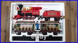 Walt Disney World Theme Park Collection Railroad Train Set + 4 Disney Figures